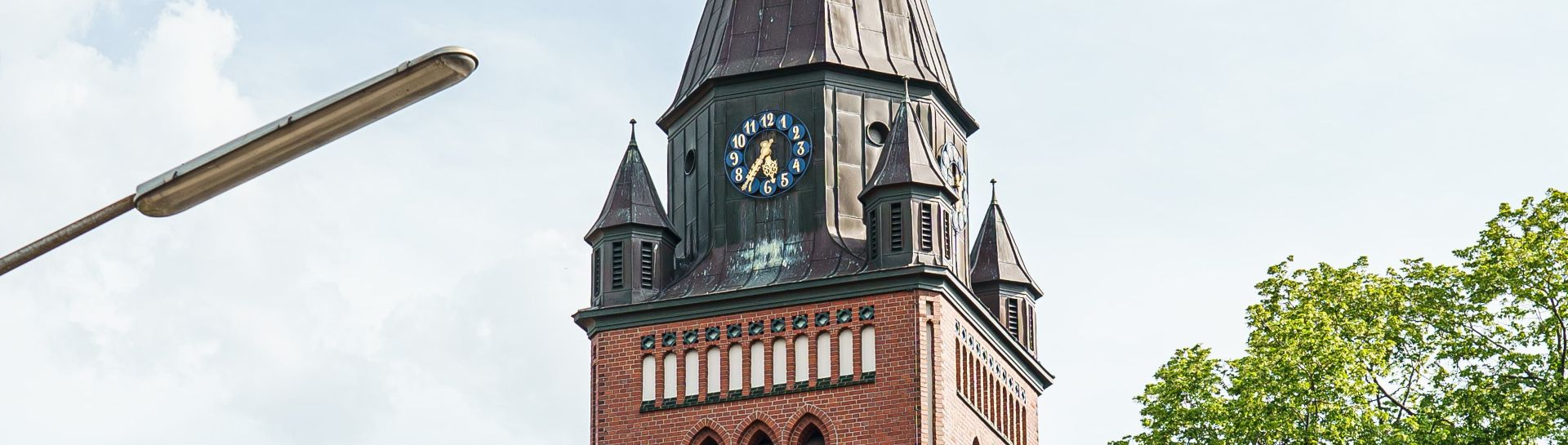 Block auf die Turmuhr am Nortruper Kirchturm